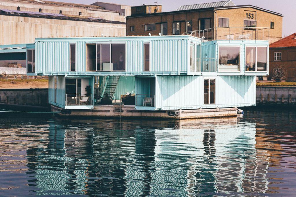 casa container sull'acqua