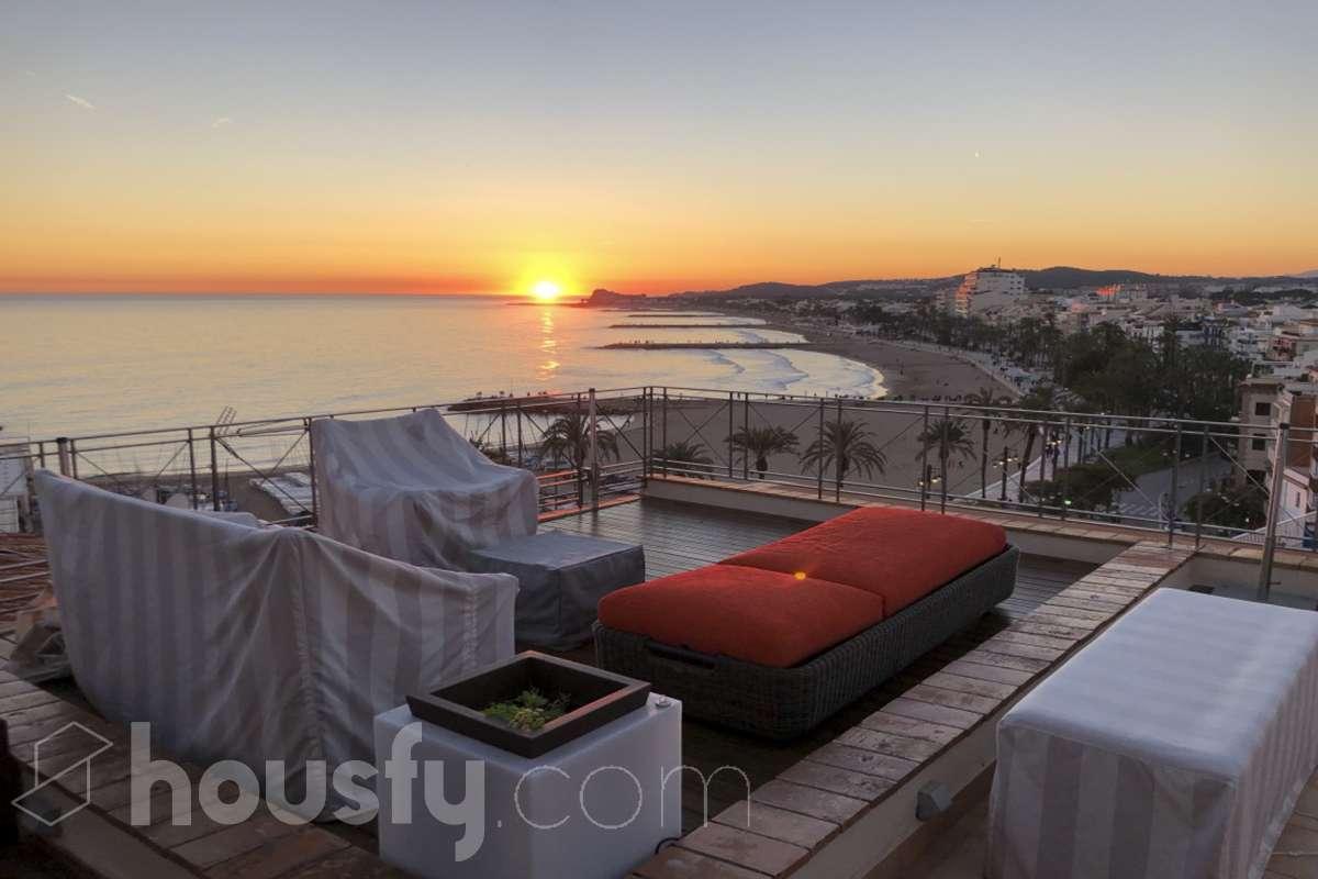 Espectacular Duplex con terraza y Solarium en Sitges. casas de lujo