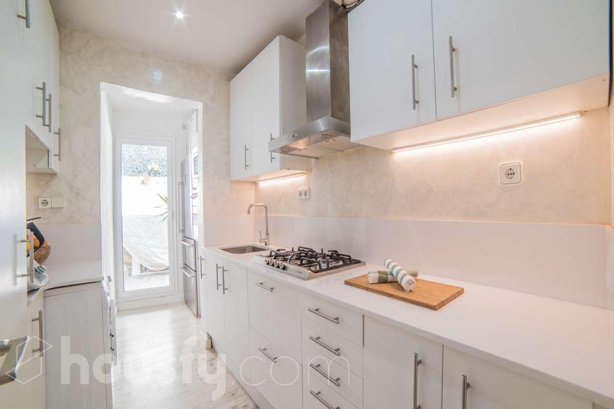 Magnífica cocina en piso de Sitges. Cocinas modernas blancas