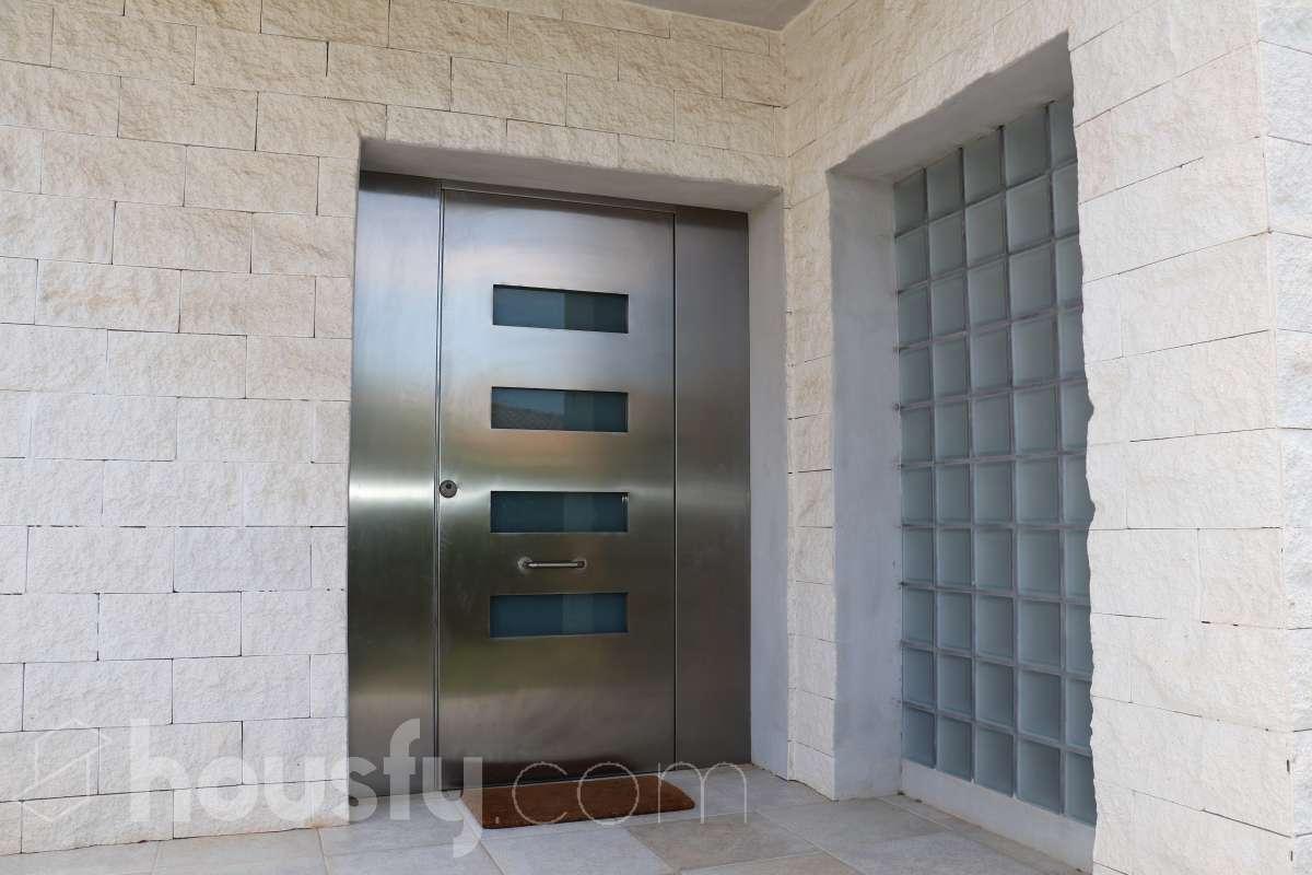 Puerta de entrada metàlica