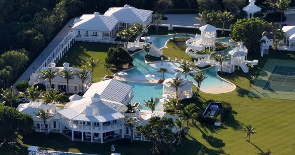 mansión con parque acuático