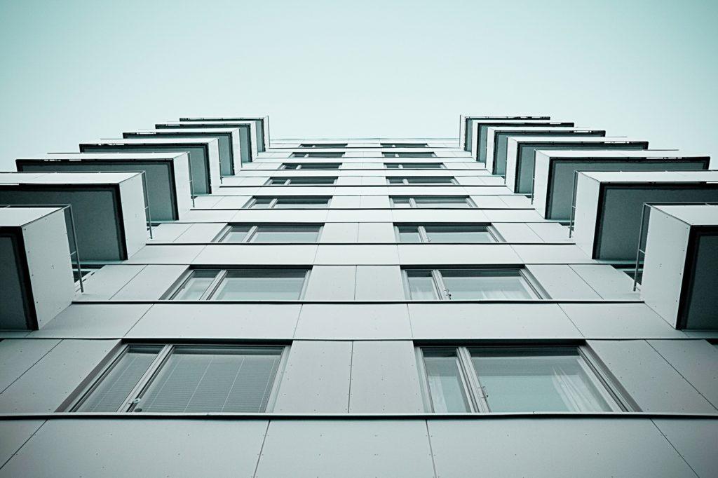 Cuánto cobra la inmobiliaria por vender un piso