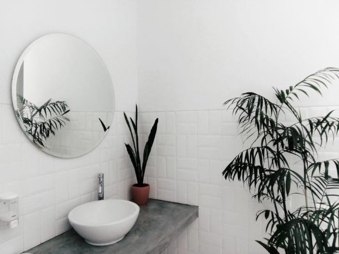 reforma baño pequeño consejos espejo
