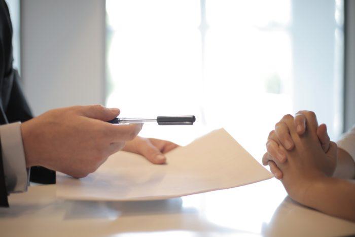 Firma ante notario tras pedir préstamo online